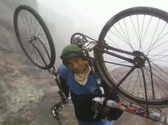 Unik, Kisah Pendaki Taklukkan 27 Puncak Gunung dengan Sepeda Onthel Pertiwi Nusantara