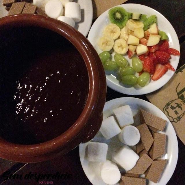 menu de inverno giovannetti cambuí com foundue de chocolate com frutas e marshmallow e waffle