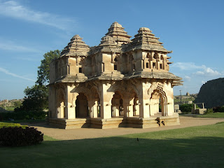 beautiful temples in Hampi