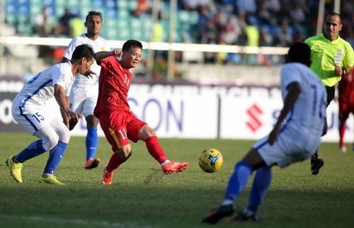 Thành Lương (11) đoạt danh hiệu Quả bóng vàng VN 2016