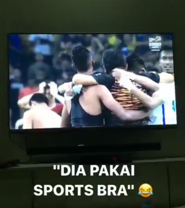 Pemain Bola Sepak Malaysia Pakai Sport Bra