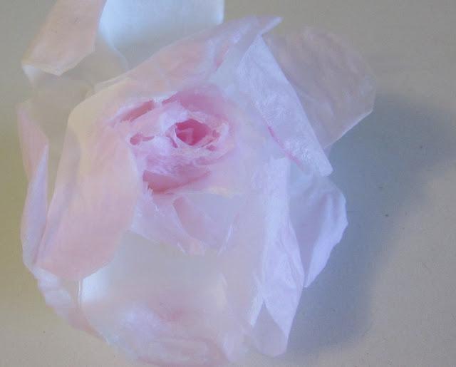 ruusu nenäliinasta.jpg