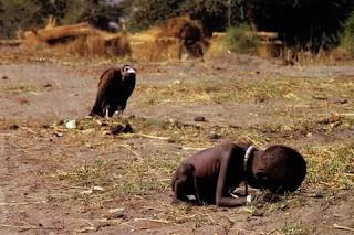 FOTO INI MENDAPAT PENGHARGAAN DUNIA TAHUN 1994 TAPI FOTOGRAFERNYA 2 BULAN KEMUDIAN BUNUH DIRI KARENA MENYESAL
