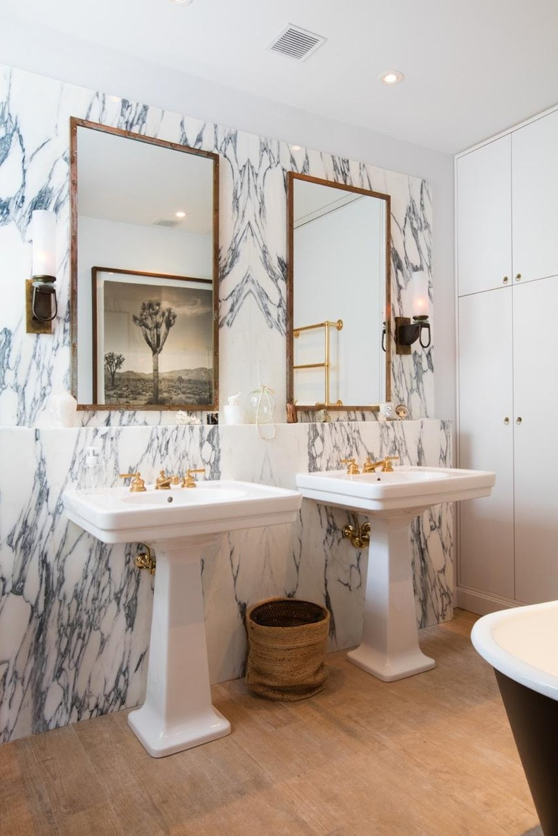 ByElisabethNL: Bathrooms: Book-matched marble in the bathroom of ...