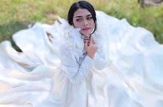 Ovhi Firsty Pakai Gaun Putih