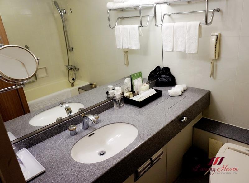 keio plaza hotel tokyo bathroom review