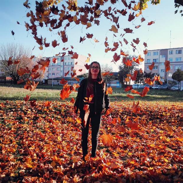 Złocista jesień z czerwonym akcentem