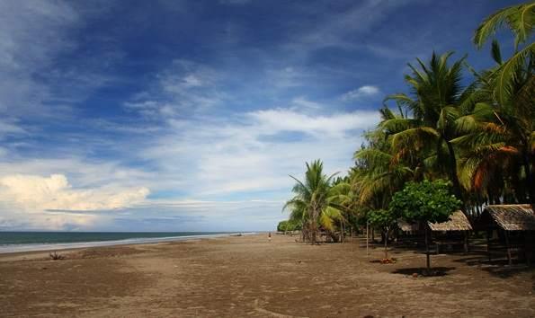 Wisata Pantai Pasir Jambak Padang Sumbar