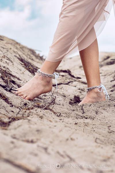 Bransoletki na stopy z koronki i kryształków