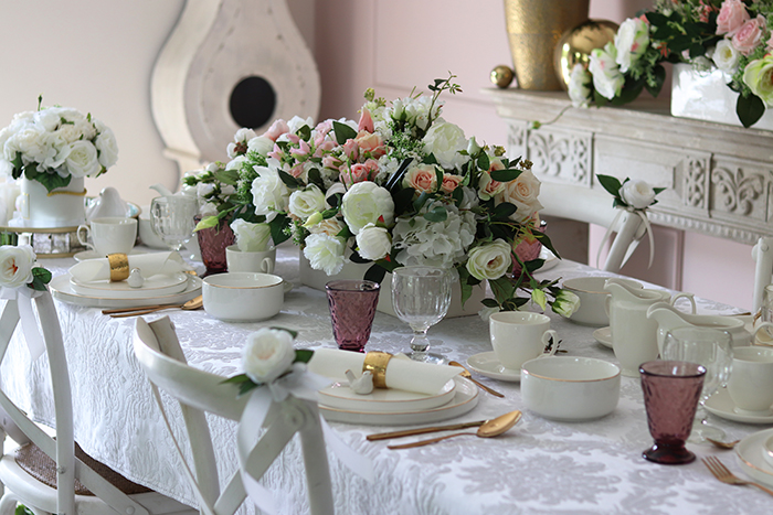 Komunijne przyjęcie w bieli i delikatnym różu