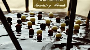 Pastel de calabaza, Chocolate y palitos Mikado.