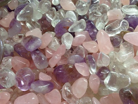 Tumbled quartz and amethyst in different shades of pink and purple