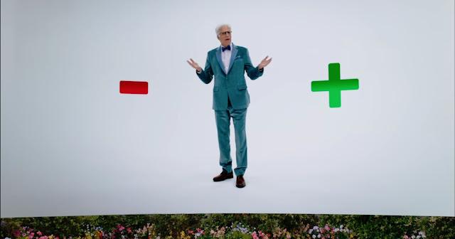 un menos rojo Ted vestido de arquitecto del buen lugar, traje azul y un mas verde