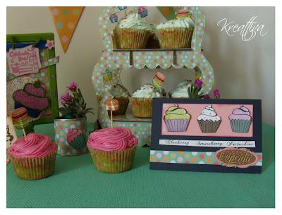 sweet cake realizzato con cupcake colorati