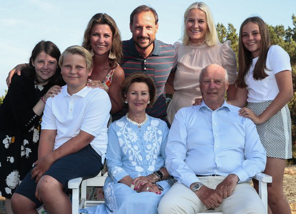 Queen Sonja, Crown Princess Mette-Marit, Princess Ingrid Alexandra, Prince Sverre Magnus, Princess Martha Louise and Maud Angelica Behn