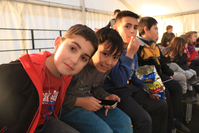 Niños durante los juegos infantiles en las fiestas de Kastrexana