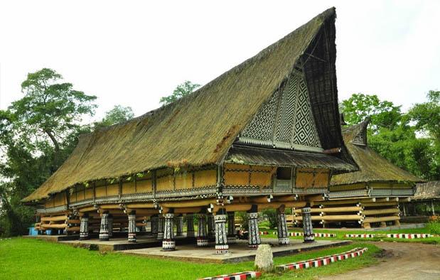 Rumah Adat Sumatera Utara (Rumah Bolon)