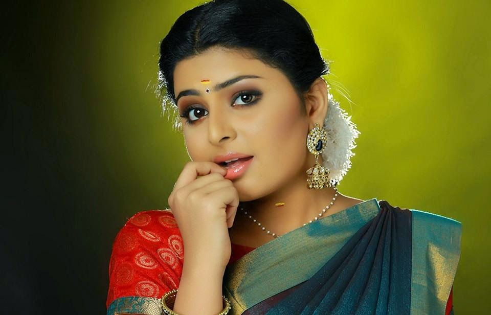 Tamil Girl Raattinam Swathi Images / Wallpapers / Photos