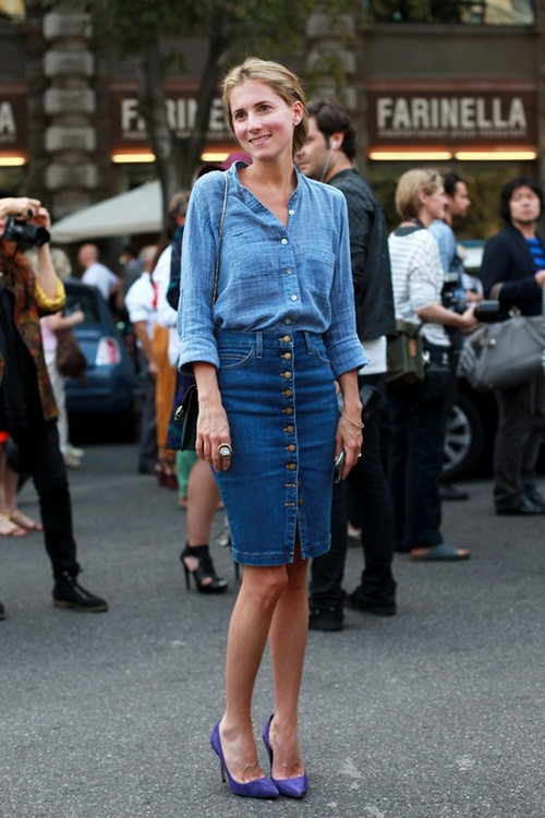 How to compose stylish and modern outfits with denim skirt