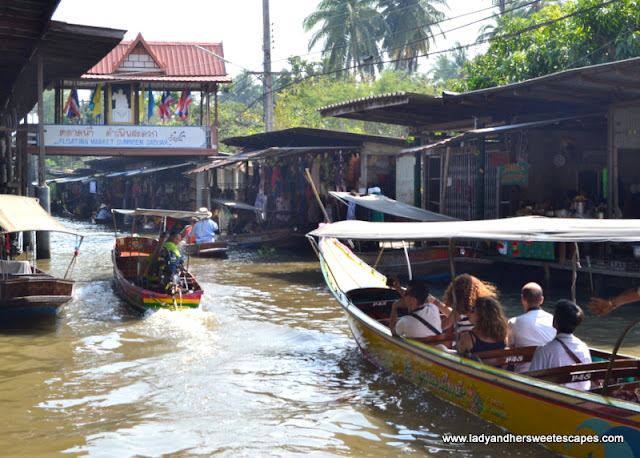 Damnoen Saduak Floating Market entrance