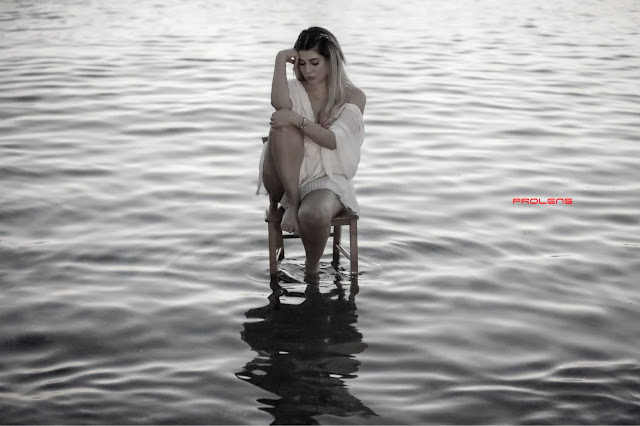 ايفونا نادر تتألق في جلسة تصوير جديدة على شاطئ البحر
