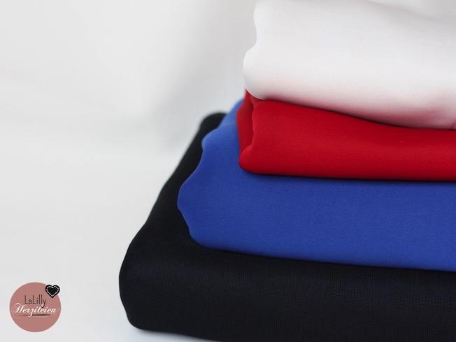 Schuba ist eine geschichtete Maschenware mit viel Stand, die sich sehr für Kleider, Röcke und Jacken eignet.