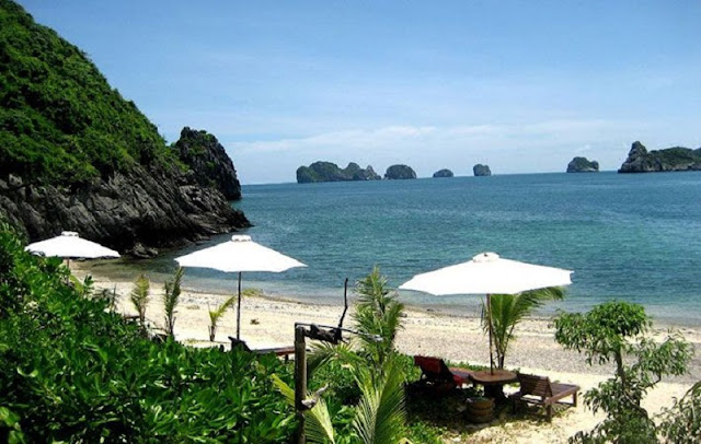 3 paradise beach on the island of Cat Ba 2