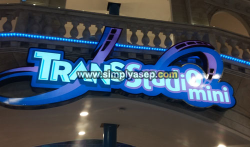 The Roller Coaster located at Transmart Carrefour Kubu Raya, 2nd floor that is in the area of TransStudio Mini. Photo Asep Haryono