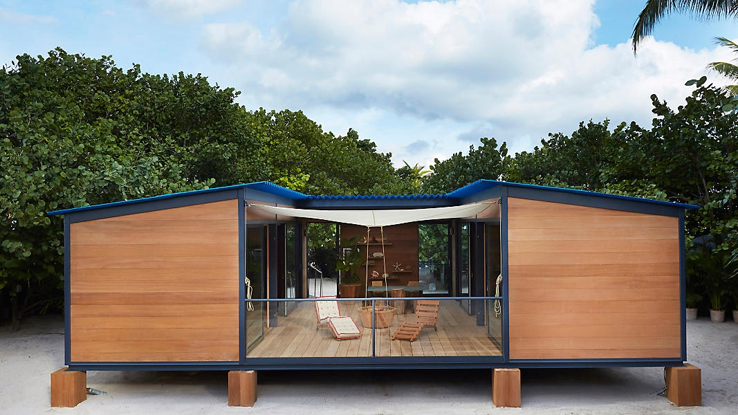 14-Architecture-Tiny-Beach-House-by-Charlotte-Perriand-and-Louis-Vuitton-www-designstack-co