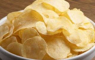 Πώς να ξανακάνετε τα πατατάκια τραγανά και το ψωμί μαλακό, όταν έχουν μπαγιατέψει [video]