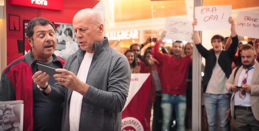 Canzone Vodafone pubblicità con Bruce e Huawei P9 - Musica spot Novembre 2016