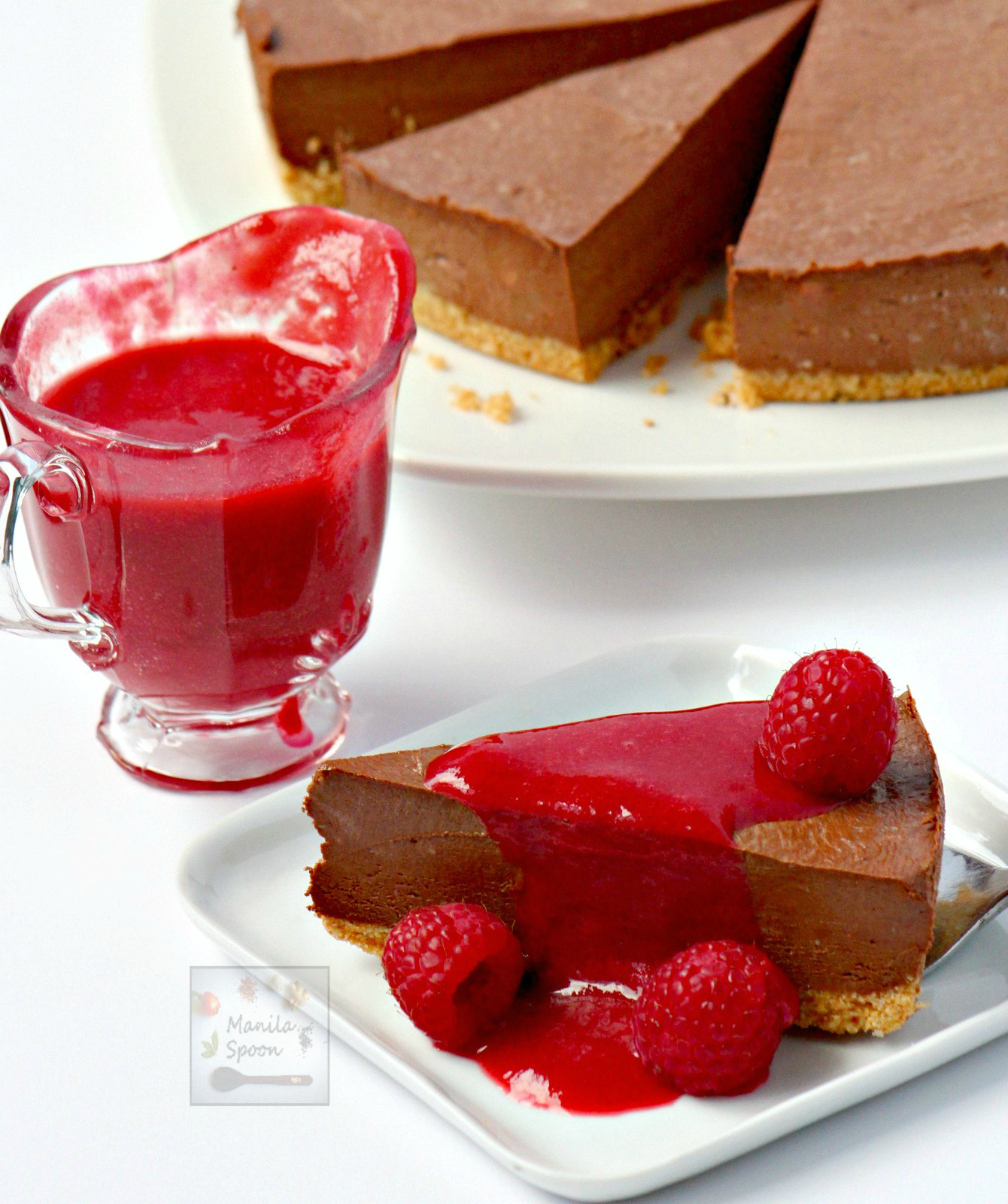 Use dark, milk or white chocolate to make this luscious Chocolate Cheesecake! Just 30 minutes to make and best of all no baking involved. The ultimate dessert for any chocolate lover! #chocolate #cheesecake #nobake #dessert #chocolatecheesecake