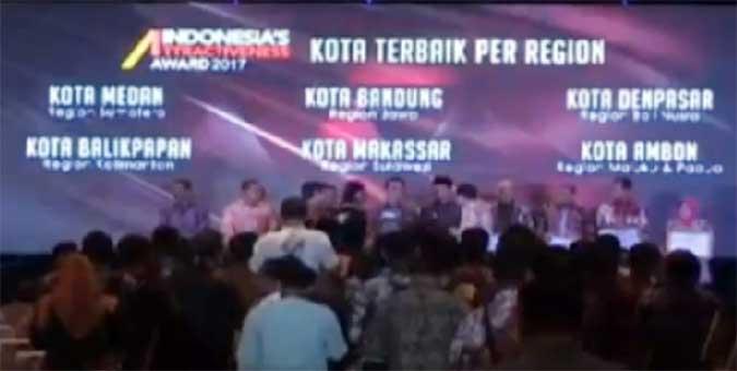 Kota Ambon Raih Dua Penghargaan Indonesia's Attractinevess Award 2017