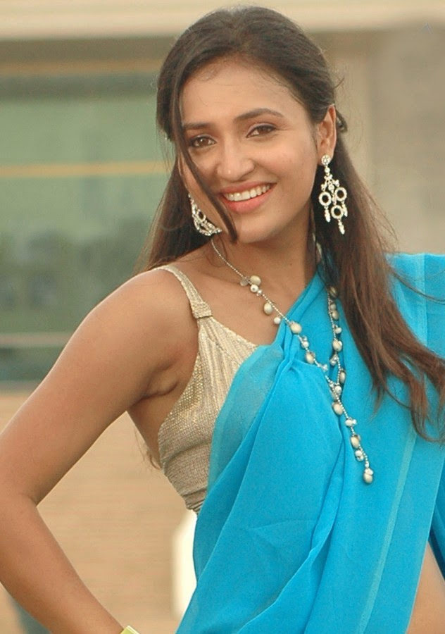 malayalam kerala hot mallu aunty actress sarayu spicy boob ...