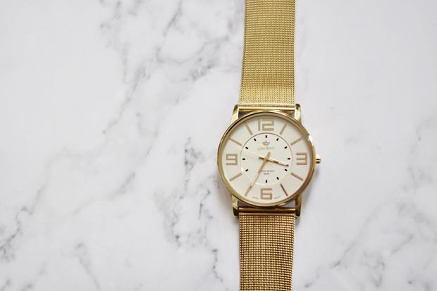 Złoty zegarek marki Gino Rossi