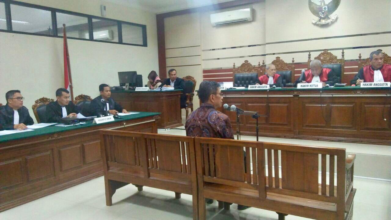 Mantan Walikota Batu Eddy Rumpoko Disidang Kasus Korupsi Harian  # Muebles Coarte Manta