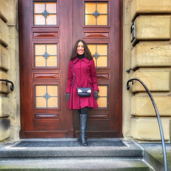 Style: Winter Outfit mit burgunderfarbenen Mantel