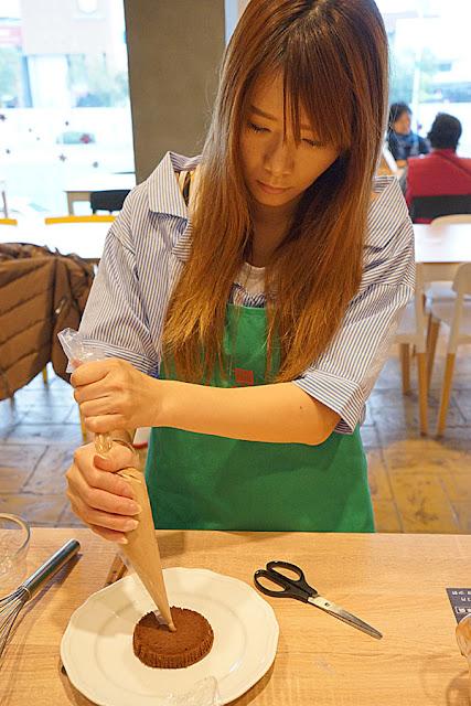 DSC06064 - 熱血採訪│台中美食亞尼克台中旗艦店,繽紛鮮果生乳捲新上市,還有自助DIY手作蛋糕體驗