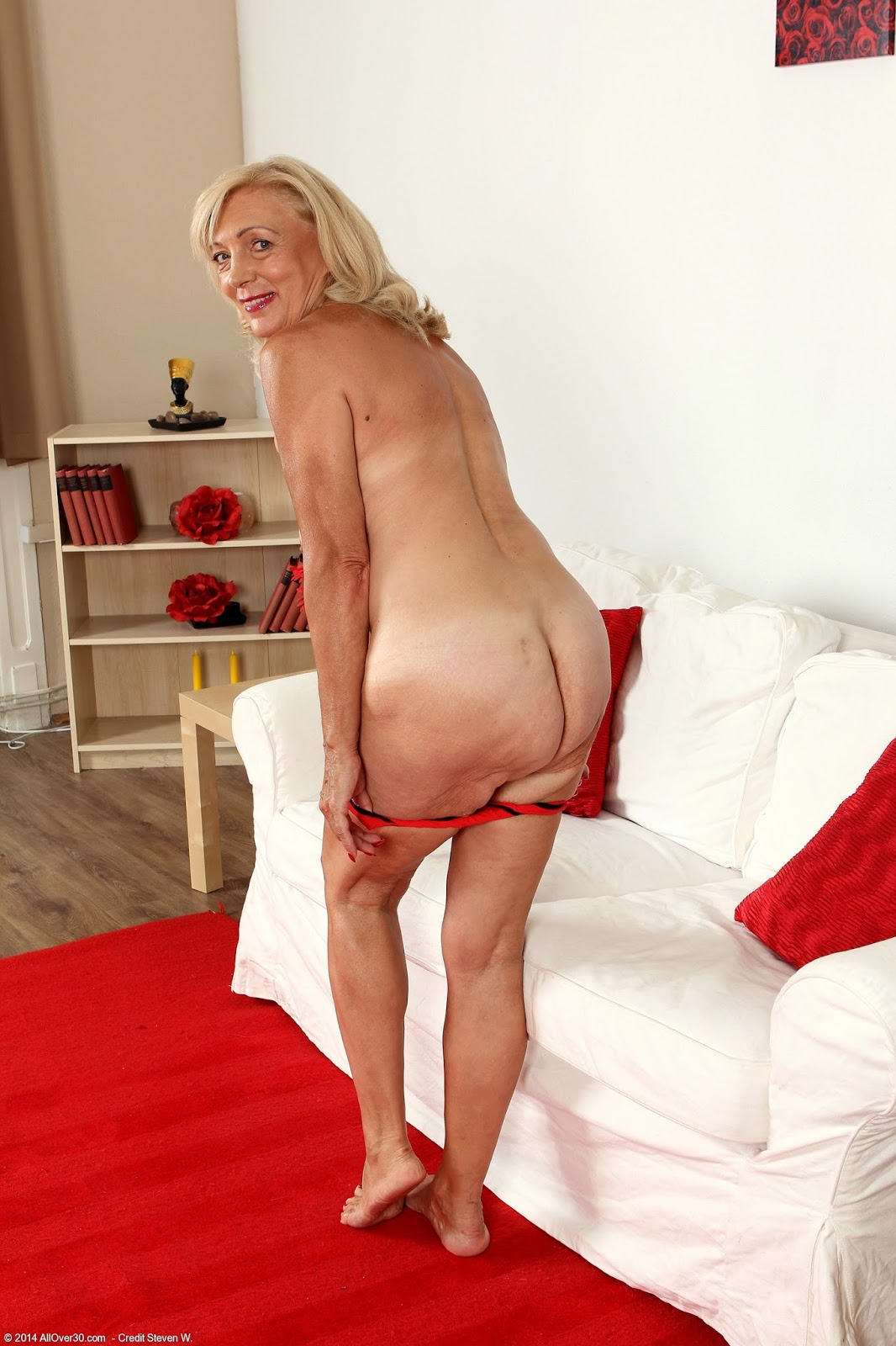 90 yr old granny fucked in a hotel 2
