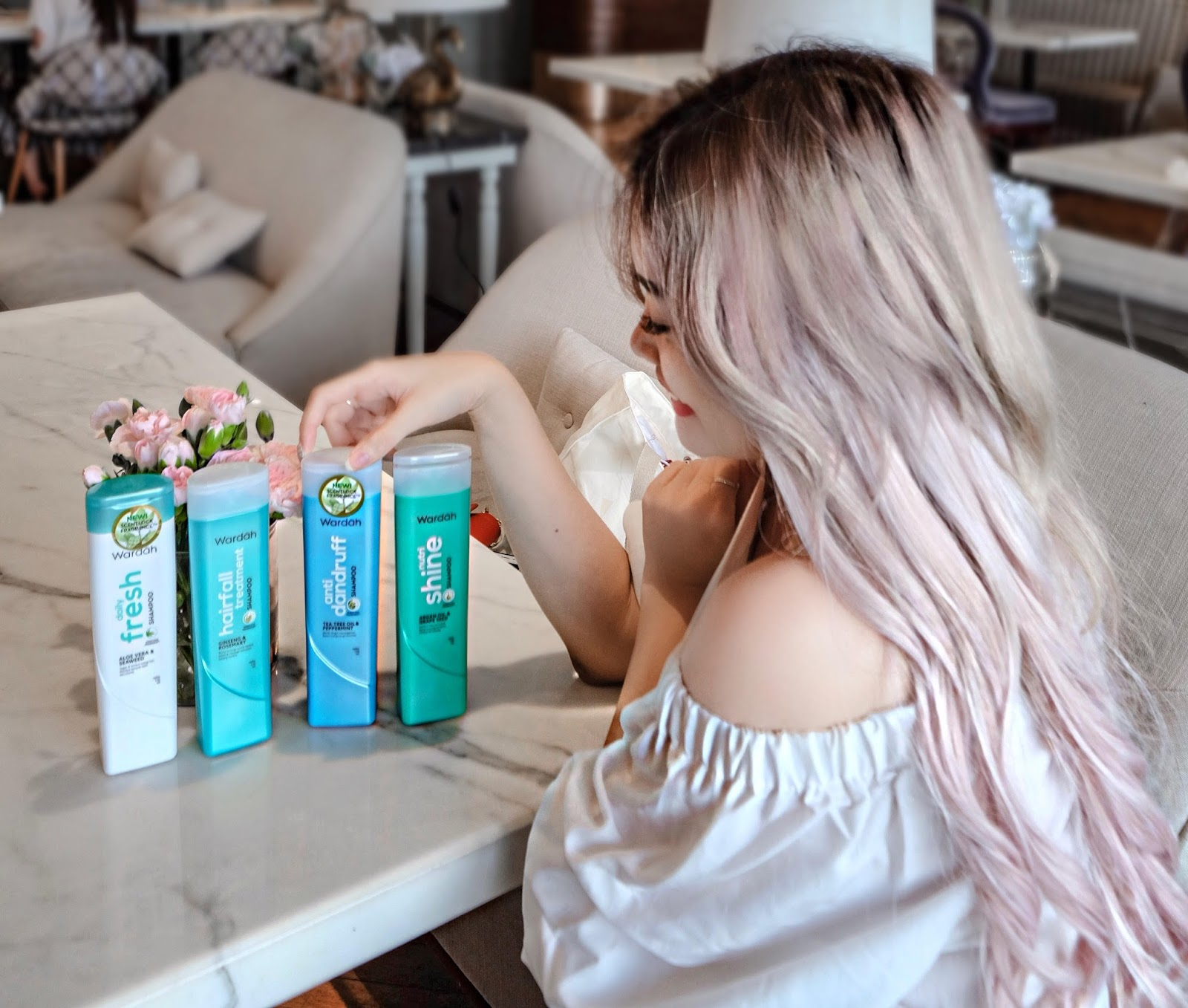 Before going into the hair wash result I would like to highlight the shampoo packaging It s all simply fresh eye catching and color coordinated one to