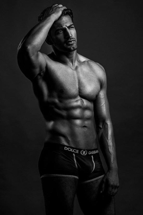 Shirtless Bollywood Men: Hot man with a tan: Upen Patel