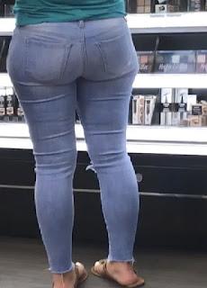 Chava trasero redondo pantalon apretado