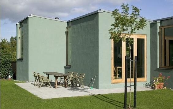 pintar la fachada de la casa en tonos verdes