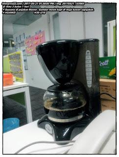 Gambar mesin pembuat kopi di pejabat Master