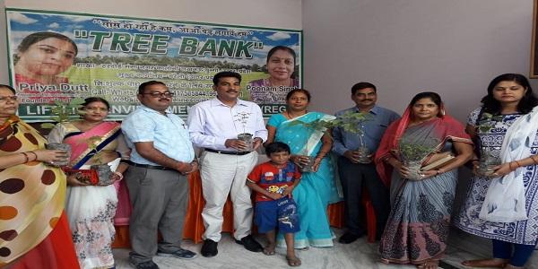 paryavaran-bachane-me-juti-priya-shuru-kiya-tree-bank