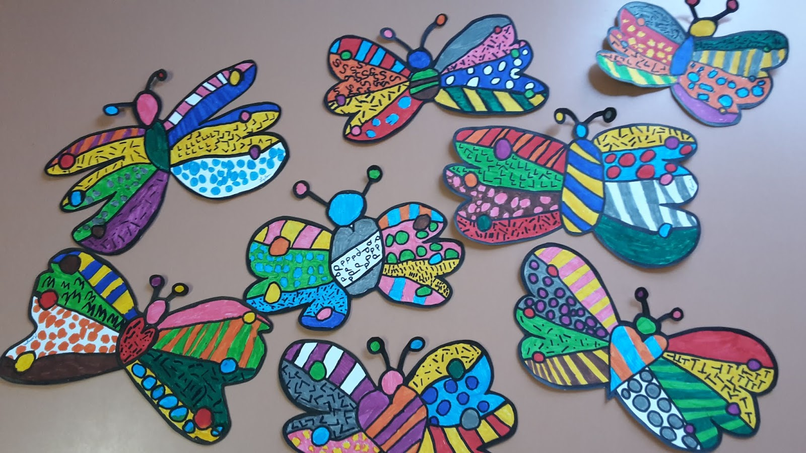 Amiscol des papillons comme romero britto - Coloriage fleur britto ...