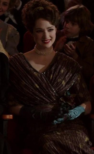 Houdini, minissérie figurino, vestido marrom com luvas da Bess (Kristen Connolly)