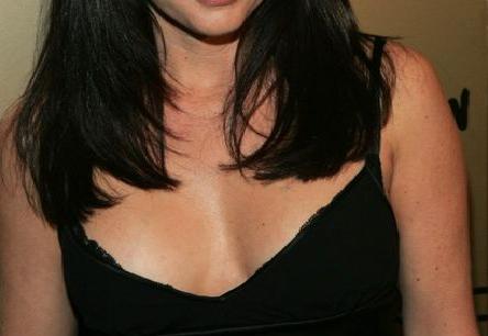 Σοκ! Αγαπημένη ηθοποιός ξύρισε τα μαλλιά της και παλεύει με τον καρκίνο (photos)