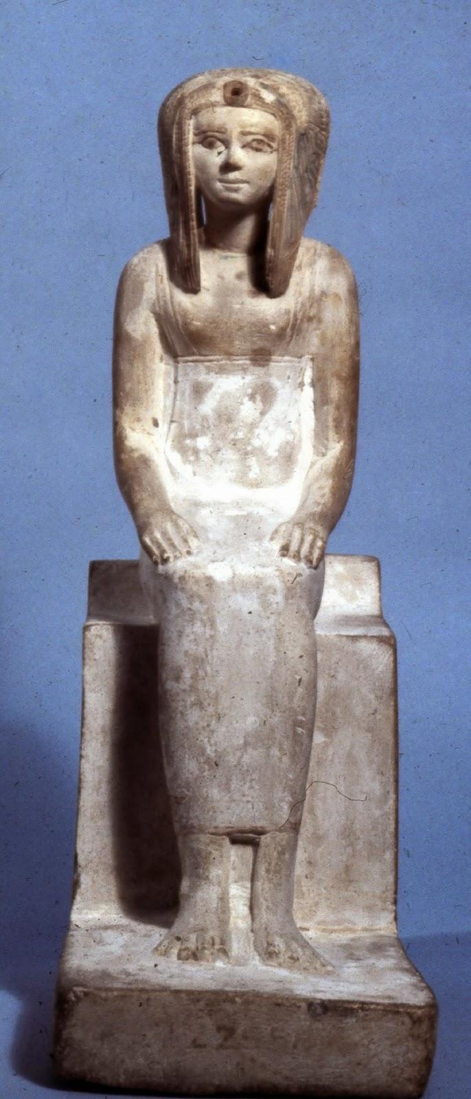 Niebla y luz: La estatua falsa de tetisheri
