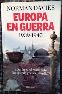 Portada del libro Europa en guerra 1939-1945, de Norman Davies